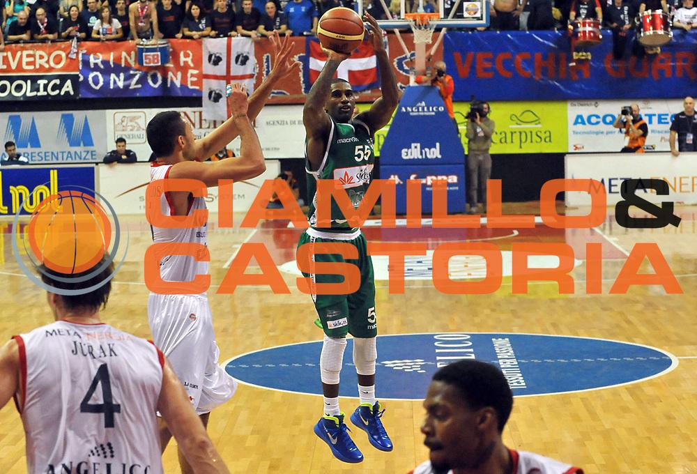 DESCRIZIONE : Biella Lega A 2011-12 Angelico Biella Sidigas Avellino<br /> GIOCATORE : Taquan Dean<br /> SQUADRA : Sidigas Avellino<br /> EVENTO : Campionato Lega A 2011-2012 <br /> GARA : Angelico Biella Sidigas Avellino<br /> DATA : 05/12/2011<br /> CATEGORIA : Tiro<br /> SPORT : Pallacanestro <br /> AUTORE : Agenzia Ciamillo-Castoria/ L.Goria<br /> Galleria : Lega Basket A 2011-2012 <br /> Fotonotizia : Biella Lega A 2011-12 Angelico Biella Sidigas Avellino<br /> Predefinita :