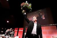 Nederland. Amsterdam, 6 oktober 2007.<br /> PvdA Congres in de RAI. Partijleider Wouter Bos met de bloemen na zijn slottoespraak.<br /> Foto Martijn Beekman <br /> NIET VOOR TROUW, AD, TELEGRAAF, NRC EN HET PAROOL