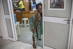 A woman endures her labor at MSF&rsquo;s Centre de R&eacute;f&eacute;rence en Urgence Obst&eacute;tricale (CRUO) in Port-au-Prince, Haiti, October 21, 2015. She didn't meet the hospital's admission standard and is transferred to another hospital. <br />