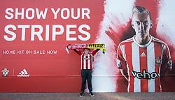Southampton fan raise his match scarf high - Mandatory by-line: Jason Brown/JMP - Mobile 07966386802 - 31/07/2015 - SPORT - FOOTBALL - Southampton, St Mary's Stadium - Southampton v Vitesse Arnhem - Europa League