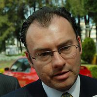 Toluca, Mex.- Luis Videgaray Caso, Secretario de Finanzas y Javier Lazcano, Director del DIFEM, anunciaron el programa para donación de recursos por parte de los servidores públicos del gobierno del estado, Agencia MVT / José Hernández. (DIGITAL)<br /> <br /> <br /> <br /> NO ARCHIVAR - NO ARCHIVE