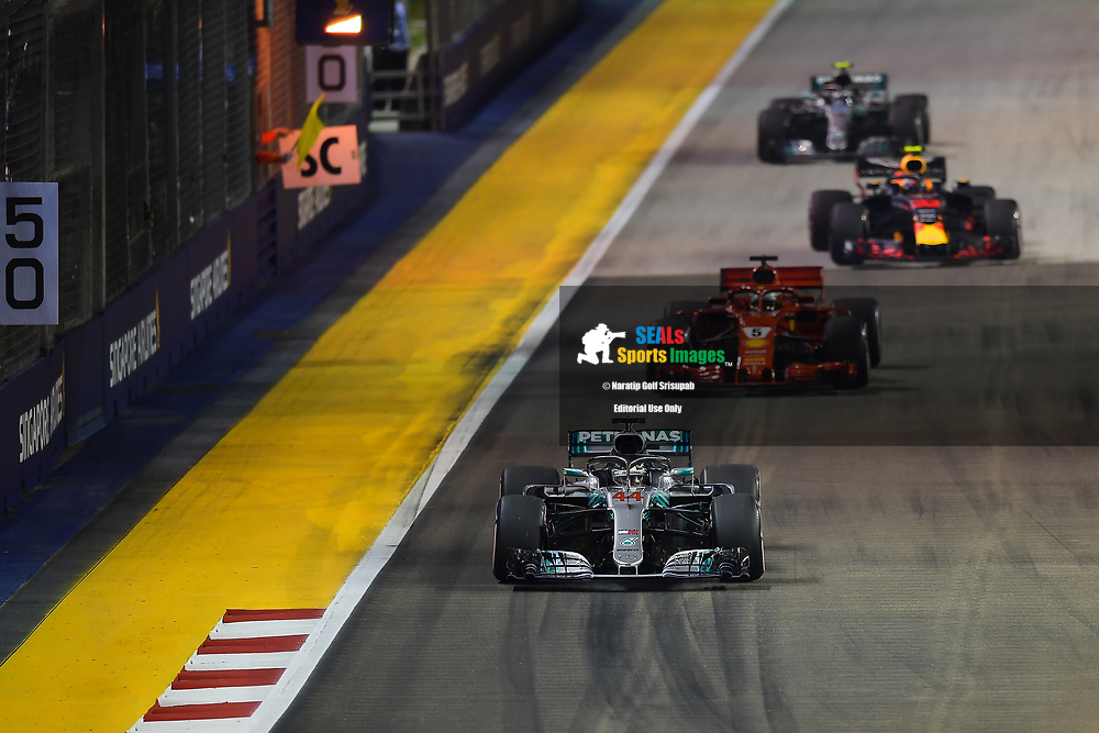 SINGAPORE - SEPTEMBER 16: Lewis Hamilton (44) of Mercedes AMG Petronas Motorsport behind the safety car during F1 Singapore Grand Prix 2018, Marina Bay Street Circuit, Singapore on September 16, 2018. <br /> .<br /> .<br /> .<br /> (Photo by: Naratip Golf Srisupab/SEALs Sports Images)<br /> .<br /> Any image use must include a mandatory credit line adjacent to the content which should read: Naratip Golf Srisupab/SEALs Sports Images