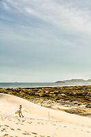 Dunas da Praia da Joaquina. Florianópolis, Santa Catarina, Brasil. / Dunes of Joaquina Beach. Florianópolis, Santa Catarina, Brazil.