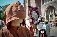 The Penitential Procession of Furnes goes back deep into the 17th century. In 1637, a Norbertine monk, Jacob Clou, founded the Sodality, a religious fraternity, whose members marched, in 1644, as hooded, cross-bearing penitents in a Capuchin procession put together to stalk off war and plague.