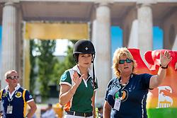 SPRINGSTEEN Jessica (USA), STORMANNS Helena (Trainer)<br /> Berlin - Global Jumping Berling 2018<br /> Parcoursbesichtigung<br /> CSI5* Preis der Deutsche Vermögensberatung<br /> 1. Wertung für Global Champions League<br /> 27. Juli 2018<br /> © www.sportfotos-lafrentz.de/Stefan Lafrentz