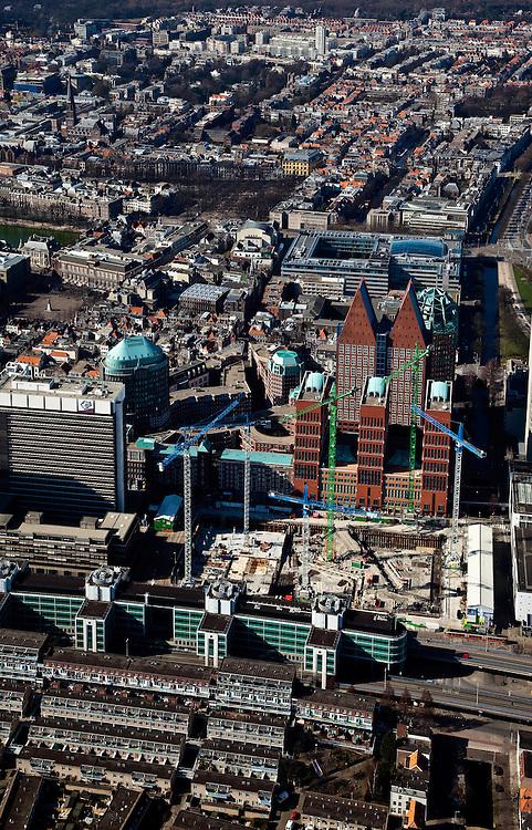 Nederland, Zuid-Holland, Den Haag, 20-03-2009; onder in beeld het Bernhardviaduct met zicht op bouwkranen van de JuBi-bouwput (dubbelministerie Justitie en Binnenlandse zaken), naast het ministerie van VROM.  Links ministerie van Binnenlandse zaken, midden de dubbele torenns van Castalia, bijgenaamd de Haagse Tieten (ministerie VWS). View on The Hague. The cranes of the construction site of the two Ministries of Justice and Interior. The blue roofed twin buildings are called The Tits of The Hague, residence of the Ministry of Health. .Swart collectie, luchtfoto (toeslag); Swart Collection, aerial photo (additional fee required); .foto Siebe Swart / photo Siebe Swart