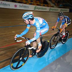 27-12-2014: Wielrennen: NK Baanwielrennen: Apeldoorn Michel Kreder en Wim Stroetinga in de puntenkoers