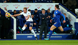 Harry Kane of Tottenham Hotspur passes the ball - Mandatory by-line: Robbie Stephenson/JMP - 28/11/2017 - FOOTBALL - King Power Stadium - Leicester, England - Leicester City v Tottenham Hotspur - Premier League