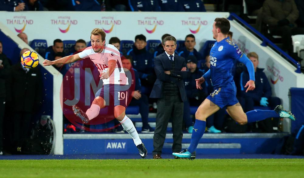 Harry Kane of Tottenham Hotspur passes the ball - Mandatory by-line: Robbie Stephenson/JMP - 28/11/2017 - FOOTBALL - King Power Stadium - Leicester, England - Leicester City v Tottenham Hotspur - Premier League