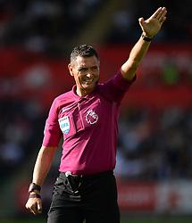 Referee Andre Marriner - Mandatory byline: Alex James/JMP - 07966386802 - 11/09/2016 - FOOTBALL - Barclays premier league -swansea,Wales - Swansea v Chelsea  -