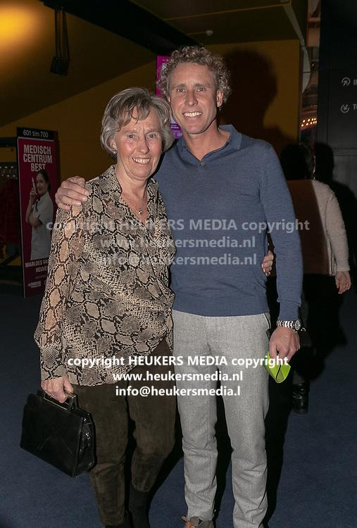 2019, Februari 18. Rijswijkse Schouwburg, Rijswijk. Premiere van Medisch Centrum Best. Op de foto: Michael Boogerd en Ria Boogerd