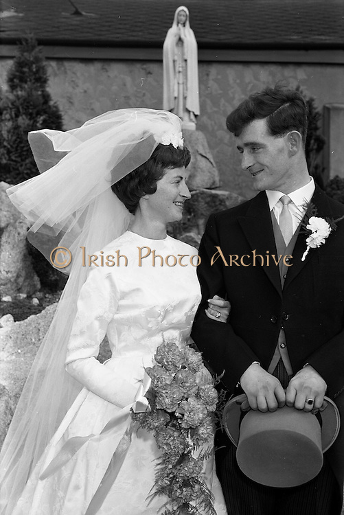 05/09/1962<br /> 09/05/1962<br /> 05 September 1962<br /> Wedding of Fergus Keogh of &quot;Eagleville&quot;, Strandville Avenue, Clontarf, Dublin to Miss Miriam Caffrey, Church Avenue, Drumcondra Dublin at the Church of the Visitation of the BVM, Fairview with reception at St. Lawrence Hotel, Howth. Mr. keogh was full-back for Bective Rangers at the time.