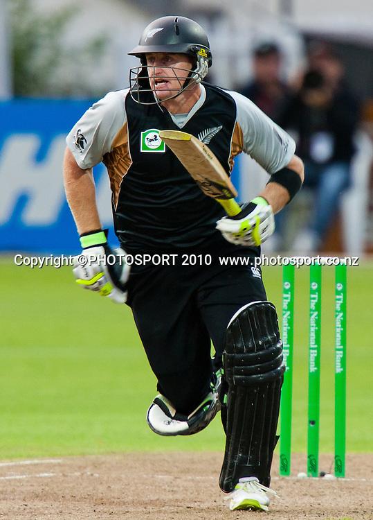 Scott Styris makes runs during New Zealand Black Caps v Pakistan, Match 2. Twenty 20 Cricket match at Seddon Park, Hamilton, New Zealand. Tuesday 28 December 2010. . Photo: Stephen Barker/PHOTOSPORT