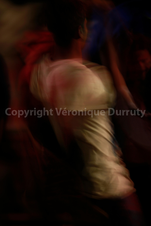 Danses pour la nuit de holikda, veille  de la fete de Holi, Vallée du Gange, Rishikech, Inde // Holika night, Rishikesh, India