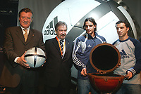 LISBOA-29 NOVEMBRO 2003 GERAHARD AIGNER executive director of UEFA  holds the Adidas Roteiro match ball whith from left to rigthGERAHARD AIGNER (E.D. UEFA), GILBERTO MADAIL, (President of the EURO 2004),NUNO GOMES (S.L.Benfica), SIMÃO SABROSA (S.L.Benfica) ; ADIDAS presents the official ball for the EURO 2004 in FILL auditorium-Lisbon<br />