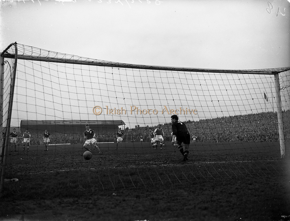 17/03/1960<br /> 03/17/1960<br /> 17 March 1960<br /> Soccer: League of Ireland v Hessen Football Association at Dalymount Park, Dublin.<br /> Waterford's A. Hale puts the ball past Hessian Goalie Leichum with this hotly disputed penalty kick.