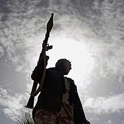 LIibye - Ras Lanouf le 10-03-10 Les insurgés défendent leur position sous le feu de l'aviation loyaliste
