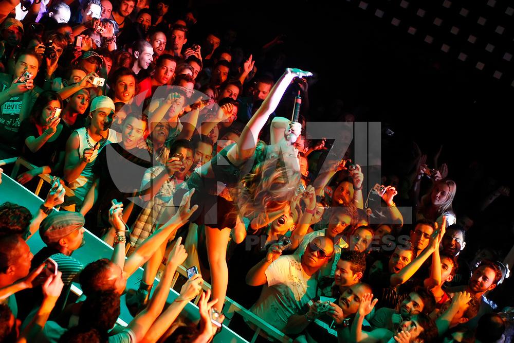 SÃO PAULO, SP, 22 DE JANEIRO DE 2011 - SHOW CANTORA WANESSA - A cantora pop Wanessa, durante apresentação do seu espetáculo que traz muita música pop e dançante e um cenário totalmente inovador. O palco conta com painéis de LED de última geração, os mesmos de grandes shows internacionais como Madonna e Beyoncé - e videografia assinada por Erich Batista. Na noite de ontem sexta-feira (21), na The Week na região central da capital paulista. (FOTO: LUIZ FILIPE / NEWS FREE).