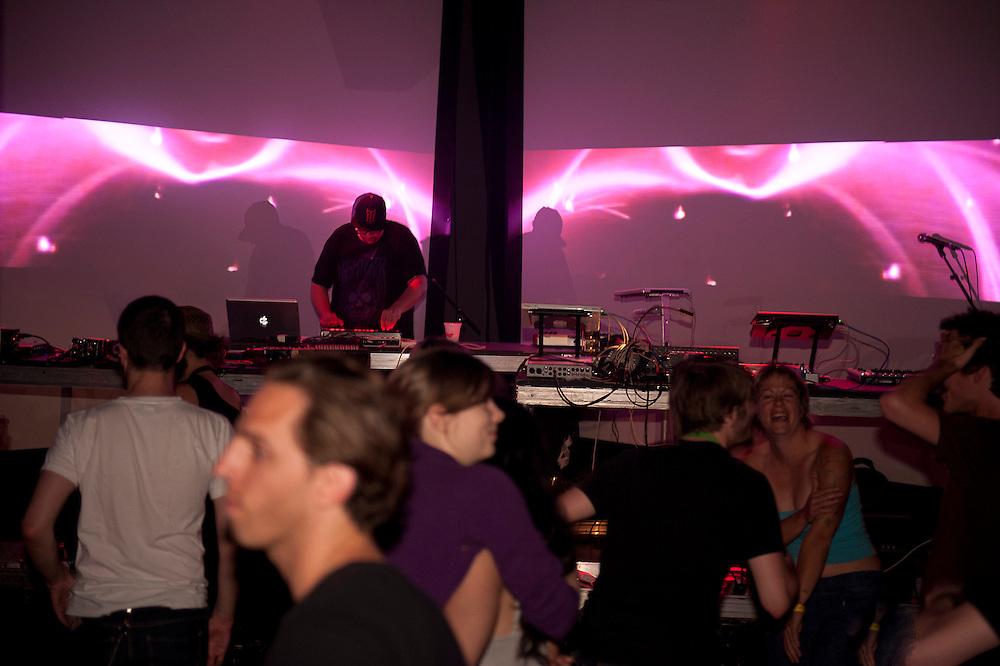 MUTEK 2011/NOCTURNE 4/ SAVOY /CALAMALKA