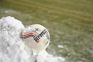 18-12-2010 ADO DEN HAAG - WILLEM II<br /> Derbystar bal in de sneeuw<br /> foto: Geert van Erven