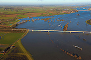 Nederland, Gelderland, Brummen, 20-01-2011; Cortenoever, tussen Brummen en Zutphen. Cortenoeverse brug over de IJssel bij hoogwater...Bridge on the IJssel between Brummen and Zutphen. High water..luchtfoto (toeslag), aerial photo (additional fee required).copyright foto/photo Siebe Swart