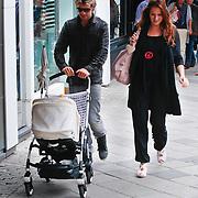NLD/Amsterdam/20110730 - Robin Zijlstra, partner Linda en dochter Nova winkelend in de PC Hoofdtstraat Amsterdam,