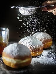 THEMENBILD - traditionelle Faschingskrapfen werden in Österreich mit Marillenmarmelade gefüllt und mit Staubzucker bestreut, aufgenommen am 02. Februar 2018, Kaprun, Österreich // Traditional carnival donuts are filled in Austria with apricot jam and sprinkled with icing sugar on 2018/02/02, Kaprun, Austria. EXPA Pictures © 2018, PhotoCredit: EXPA/ Stefanie Oberhauser