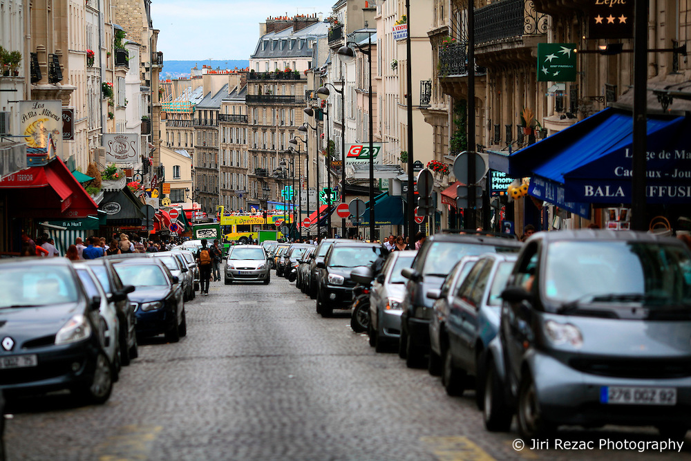FRANCE PARIS 27JUL07 - General view of a busy road in Montmartre, a trendy area of northern Paris.. . jre/Photo by Jiri Rezac. . © Jiri Rezac 2007. . Contact: +44 (0) 7050 110 417. Mobile:  +44 (0) 7801 337 683. Office:  +44 (0) 20 8968 9635. . Email:   jiri@jirirezac.com. Web:    www.jirirezac.com. . © All images Jiri Rezac 2007 - All rights reserved.