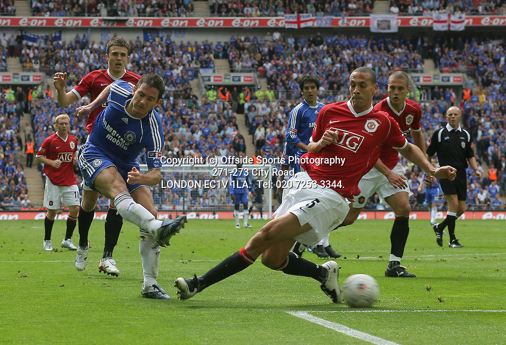 19/05/2007 FA Challenge Cup Final. Chelsea v Manchester United.<br /> Frank Lampard fires a shot as Rio Ferdinand challenges.<br /> Photo: Mark Leech / Offside.