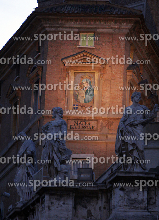 Mater ecclesiae, Totus tuus (John Paul II) at St Peter s square, Vaticano, Rome, Italy, Europe, on April 7, 2005. (Photo by Vid Ponikvar / Sportal Images)