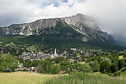 Italien, Blick auf Cortina d'Ampezzo und Berge..|..Italy, view on Cortina d'Ampezzo and mountains