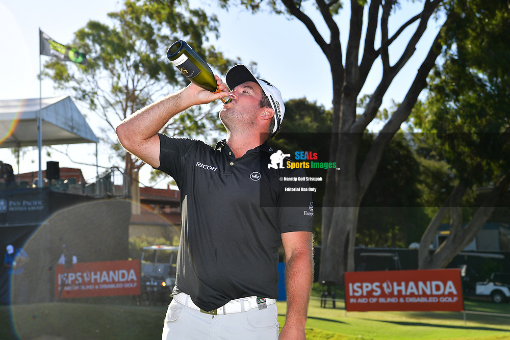 PERTH, AUSTRALIA - FEBRUARY 17: Ryan Fox (NZL) celebrating on the 18th green at the ISPS Handa World Super 6, Lake Karrinyup Country Club, Perth, Western Australia, on February 17, 2019. <br /> .<br /> .<br /> .<br /> (Photo by: Naratip Golf Srisupab/SEALs Sports Images)<br /> .<br /> Any image use must include a mandatory credit line adjacent to the content which should read: Naratip Golf Srisupab/SEALs Sports Images