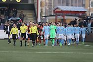 FODBOLD: De to hold går på banen til træningskampen mellem Malmö FF og FC Helsingør den 28. januar 2017 på Malmö Idrottsplats. Foto: Claus Birch