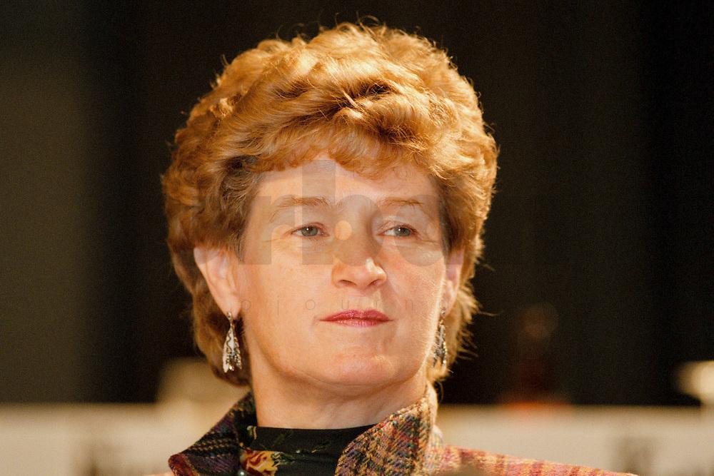 31 JAN 1998, GERMANY/DORTMUND:<br /> Anke Brunn, SPD, Landesministerin für Wissenschaft und Forschung Nordrhein-Westfalen, auf dem Landesparteitag der SPD NRW<br /> IMAGE: 19980131-01/03-13