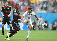 Fotball<br /> Tyskland v USA<br /> 26.06.2014<br /> VM 2014<br /> Foto: Witters/Digitalsport<br /> NORWAY ONLY<br /> <br /> v.l. Jerome Boateng (Deutschland), Graham Zusi<br /> Fussball, FIFA WM 2014 in Brasilien, Vorrunde, USA - Deutschland