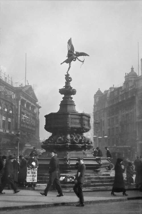 Statue of Eros, Piccadilly Circus, London, 1918