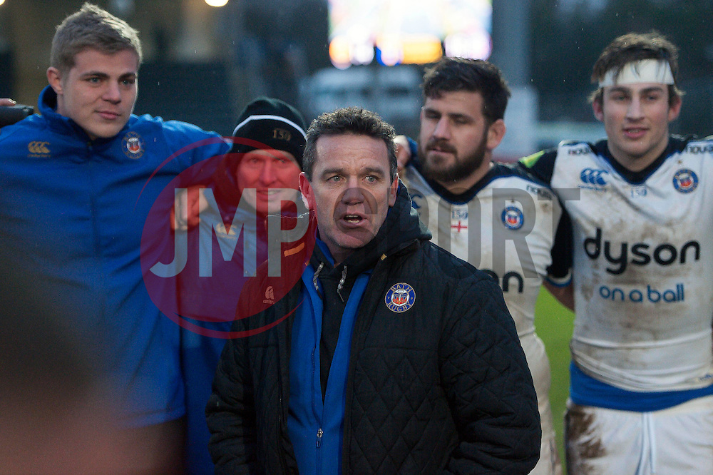 Bath Rugby Head Coach Mike Ford speaks to his team after the match - Mandatory byline: Patrick Khachfe/JMP - 07966 386802 - 13/02/2016 - RUGBY UNION - Sixways Stadium - Worcester, England - Worcester Warriors v Bath Rugby - Aviva Premiership.