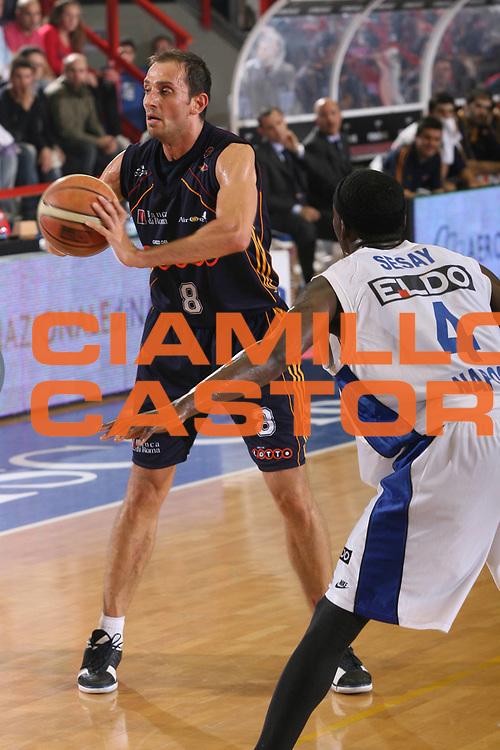 DESCRIZIONE : Napoli Lega A1 2006-07 Playoff Quarti di Finale Gara 2 Eldo Napoli Lottomatica Virtus Roma <br /> GIOCATORE : Tonolli <br /> SQUADRA : Lottomatica Virtus Roma <br /> EVENTO : Campionato Lega A1 2006-2007 Playoff Quarti di Finale Gara 2<br /> GARA : Eldo Napoli Lottomatica Virtus Roma <br /> DATA : 20/05/2007 <br /> CATEGORIA : Passaggio <br /> SPORT : Pallacanestro <br /> AUTORE : Agenzia Ciamillo-Castoria/G.Ciamillo
