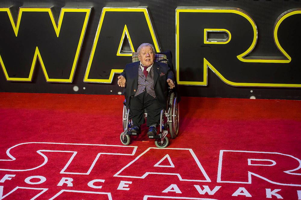 Kenny Baker, R2 D2 - The European Premiere of STAR WARS: THE FORCE AWAKENS - Odeon, Empire and Vue Cinemas, Leicester Square, London.