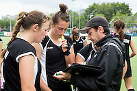BREDA (Neth.)  Coach Sean Dancer  with  captain Pippa Norman (l) and Stephanie Dickins (m) during the match  New Zealand vs England U21 women . Volvo Invitational Tournament U21. COPYRIGHT KOEN SUYK
