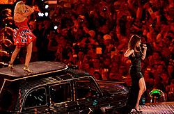12-08-2012 ALGEMEEN: OLYMPISCHE SPELEN 2012 SLUITINGSCEREMONIE: LONDEN<br /> In het Olympisch Stadion werd met een sluitingsceremonie afscheid genomen van het succesvolle sportevenement. 80.000 Mensen in het stadion en miljoenen mensen thuis zagen een grote show met veel muziek en vuurwerk / Spice Girls - Victoria Beckham<br /> ©2012-FotoHoogendoorn.nl