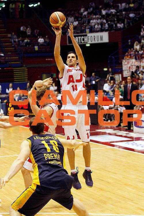 DESCRIZIONE : Milano Lega A1 2007-08 Playoff Quarti di Finale Gara 2 Armani Jeans Milano Premiata Montegranaro <br /> GIOCATORE : Dusan Vukcevic<br /> SQUADRA : Armani Jeans Milano <br /> EVENTO : Campionato Lega A1 2007-2008 <br /> GARA : Armani Jeans Milano Premiata Montegranaro <br /> DATA : 12/05/2008 <br /> CATEGORIA : Tiro<br /> SPORT : Pallacanestro <br /> AUTORE : Agenzia Ciamillo-Castoria/G.Cottini<br /> Galleria : Lega Basket A1 2007-2008 <br /> Fotonotizia : Milano Campionato Italiano Lega A1 2007-2008 Playoff Quarti di Finale Gara 2 Armani Jeans Milano Premiata Montegranaro <br /> Predefinita :
