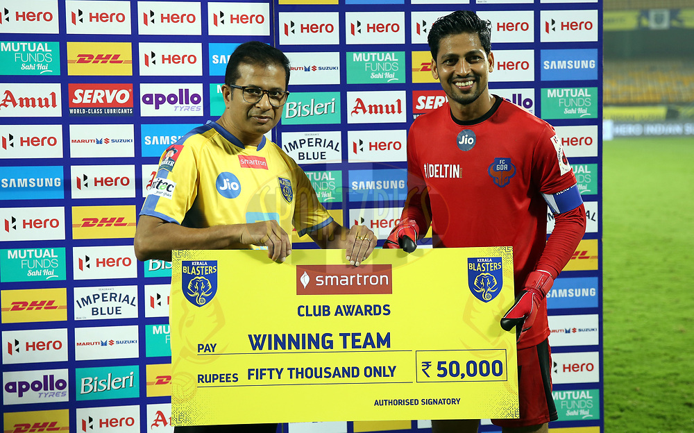 Laxmikant Kattimani of FC Goa receives the winning team award during the presentation of the match 54 of the Hero Indian Super League between Kerala Blasters FC and FC Goa  held at the Jawaharlal Nehru Stadium,Kochi India on the 21st January 2018<br /> <br /> Photo by: Sandeep Shetty  / ISL / SPORTZPICS