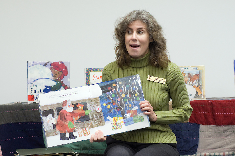 Beth Nahinsky, the assistant branch manager and children's librarian at the Highlands/Shelby Park Library, reads during a 30-minute Toddler Storytime Wednesday Dec. 16, 2009 in Louisville, Ky. (Photo by Brian Bohannon)