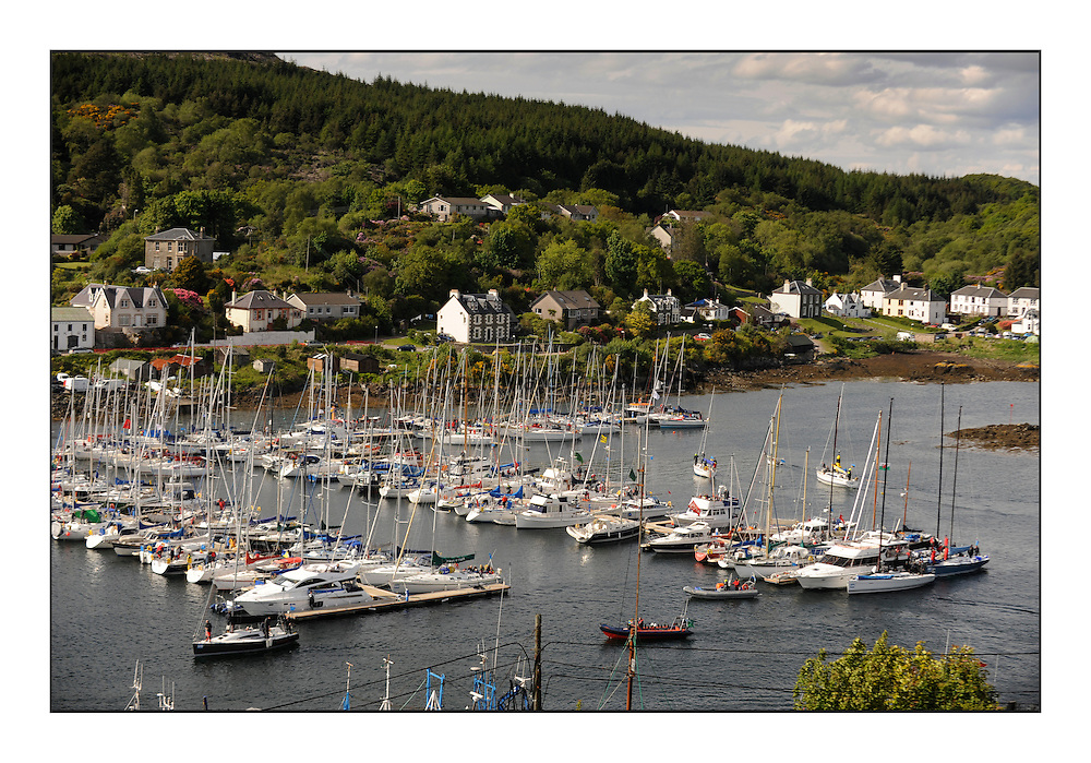 Brewin Dolphin Scottish Series 2010, Tarbert Loch Fyne - Yachting..Day one stated late but resulted in good conditions on Loch Fyne.Tarbert Harbour, Branding, Social.....