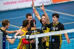 26-10-2019 NED: Talentteam Papendal - Draisma Dynamo, Ede<br /> Round 4 of Eredivisie volleyball - Nico Manenschijn #6 of Dynamo, Seain Cook #19 of Dynamo