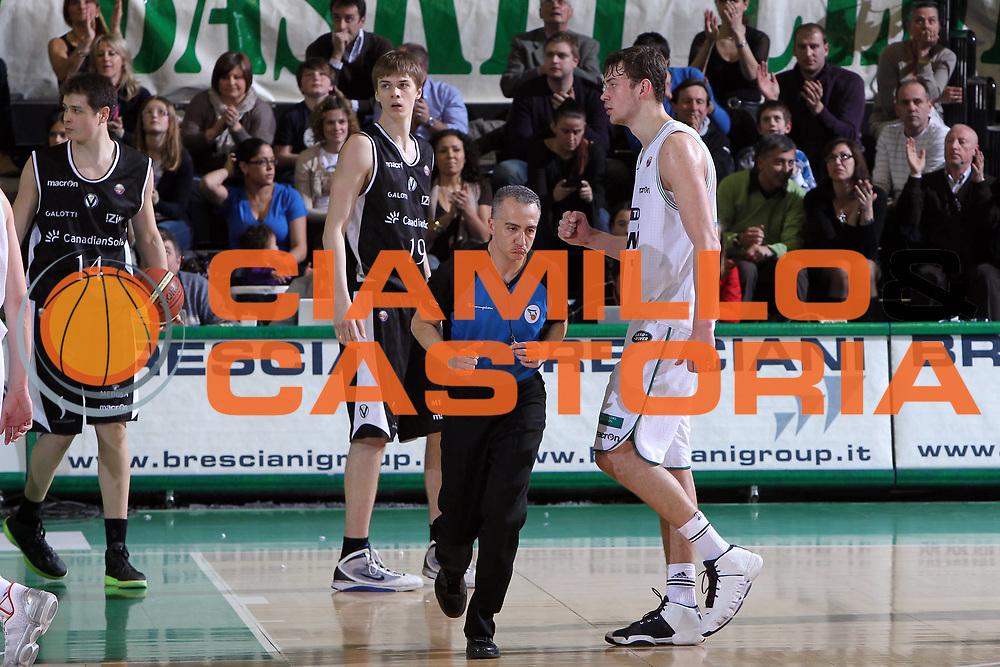 DESCRIZIONE : Treviso Lega A 2010-11 Benetton Treviso Canadian Solar Bologna<br /> GIOCATORE : Donatas Motiejunas<br /> SQUADRA : Benetton Treviso<br /> EVENTO : Campionato Lega A 2010-2011 <br /> GARA : Benetton Treviso Canadian Solar Bologna<br /> DATA : 26/03/2011<br /> CATEGORIA : Esultanza<br /> SPORT : Pallacanestro <br /> AUTORE : Agenzia Ciamillo-Castoria/M.Contessa<br /> Galleria : Lega Basket A 2010-2011 <br /> Fotonotizia : Treviso Lega A 2010-11 Benetton Treviso Canadian Solar Bologna<br /> Predefinita :