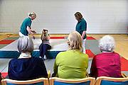 Nederland, Nijmegen, 31-3-2014Bij de St. Maartenskliniek wordt door fysiotherapeuten valtraining gegeven.Foto: Flip Franssen