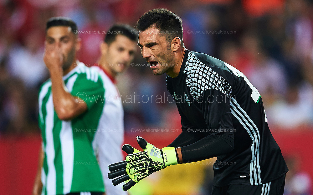 SEVILLE, SPAIN - SEPTEMBER 20:  Antonio Adan of Real Betis Balompie reacts during the match between Sevilla FC vs Real Betis Balompie as part of La Liga at Estadio Ramon Sanchez Pizjuan on September 20, 2016 in Seville, Spain.  (Photo by Aitor Alcalde Colomer/Getty Images)