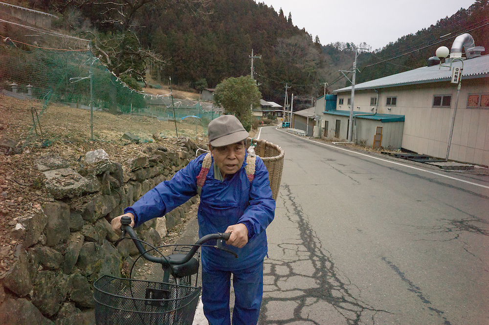 Shotaro Otsuka,82,  a life long resident of Nanmoku makes his way home after working in his fields harvesting a winter crop of long green onions.  Nanmoku is  <br /> A  mountian Village in Gunma  prefecture less than  a two hour  drive from  Tokyo .Nanmoku Allows a  glimpse into the  future of Japan's rural communities, faced with a growing aged population the small town of Nanmoku (pop 22,000 has a population  of which 58% is over the  age of 65. elementary school built for  up to  400 students now has 27 with only two  enrolled in 1st grade and zero in 3rd.  Town officials have with the  help of  National government is offering property and assistance for anyone willing to  relocate  here hoping to attract more families to it;s aging  community.